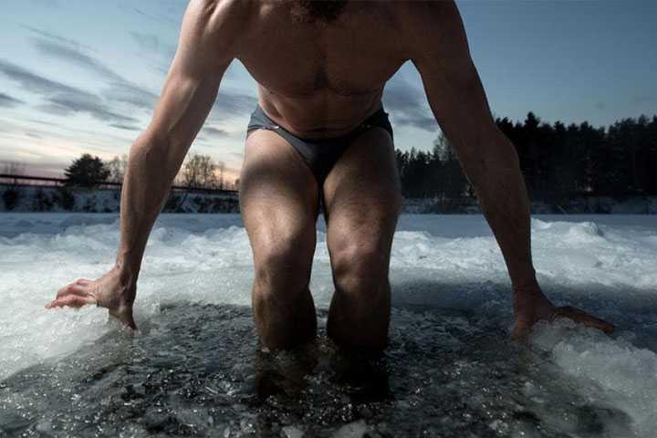 Immersion en eau froide pour prévenir et traiter les douleurs musculaires après l'exercice